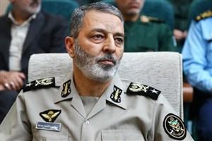 سرلشکر موسوی از گروه ۲۲ توپخانه شهرضا بازدید کرد