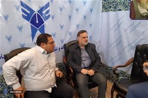حضور مدیر پژوهش مرکز رسانه و نشر علمی دانشگاه آزاد اسلامی در غرفه این دانشگاه