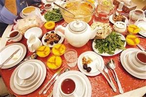 هنگام افطار آرام آرام غذا بخورید/خودداری از پرخوری
