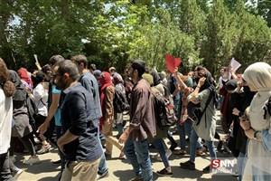 دانشجویان دانشگاه تهران در پی اتفاقات اخیر دانشگاه تجمع می کنند