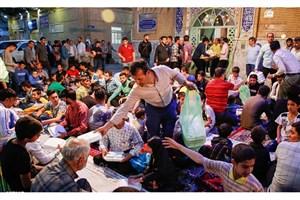 پهن شدن سفره افطار برای بیش از هزار نفر از ساکنان محله هرندی+عکس