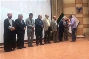 تقدیر از استادان برتر دانشگاه آزاد اسلامی در همایش استاد تراز انقلاب اسلامی