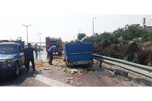 واژگونی  نیسان  با بار طالبی در بزرگراه آزادگان
