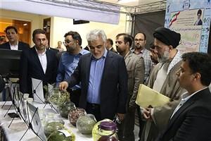 بازدید دکتر طهرانچی از دستاوردهای پژوهشی دانشگاه آزاد اسلامی گلستان