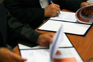 تفاهمنامه همکاری بین سازمان بسیج اساتید و دانشگاه امام حسین(ع)  منعقد شد
