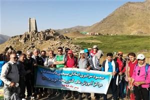 120 استاد بسیجی، قله الوند را فتح کردند