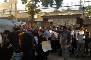 تجمع اعتراض آمیز دانشجویان به بازداشت شیخ زکزاکی مقابل سفارت نیجریه