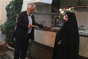 دکتر طهرانچی با خانواده شهید شهریاری دیدار کرد