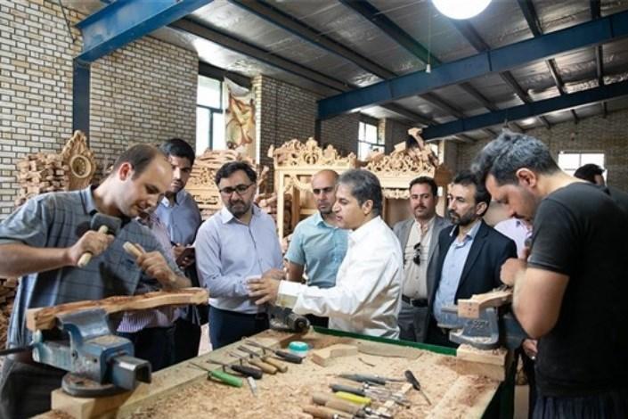 بازدید چهار ساعته دهقانی فیروزآبادی از کارگاههای تولیدی و نمایشگاههای فروش مبل منبت ملایر