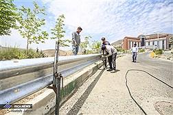 ادامه عملیات ایمنسازی و نصب گاردریل در واحد علوم و تحقیقات دانشگاه آزاد اسلامی