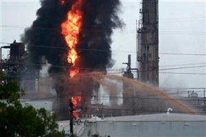 آتشسوزی گسترده در پالایشگاهی در تگزاس/ 37 نفر زخمی شدند+عکس