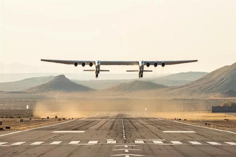 آزمایش پرواز بزرگترین هواپیما جهان