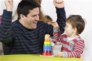 کودکان با نگاه کردن به رفتار پدر و مادر الگو برداری می کنند
