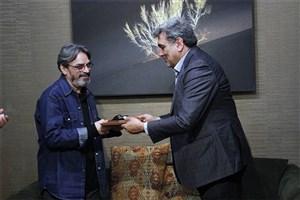 حسین علیزاده دستنویس«نینوا» را به موزه موسیقی اهدا کرد+عکس