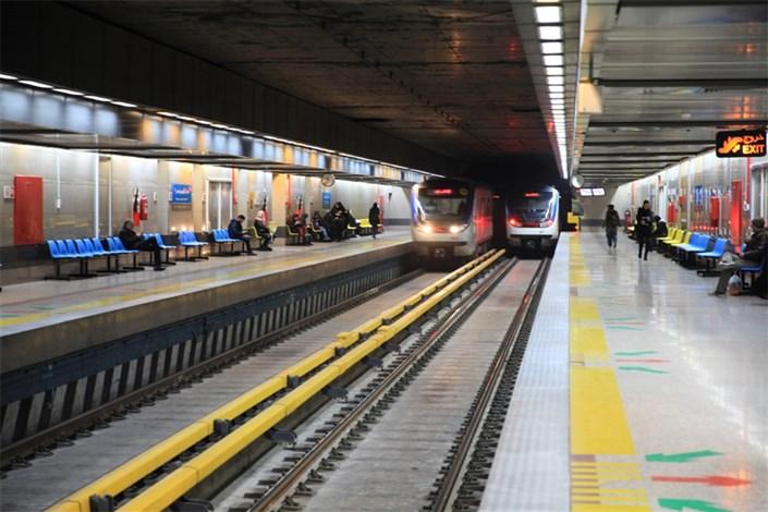 سقوط یک مسافر از سکوی مسافرگیری در مترو مصلی