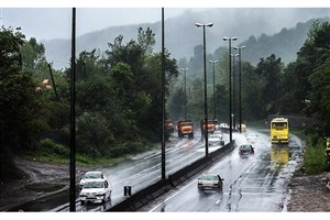 بارش باران در جادههای چهار استان/ ترافیک در آزادراه کرج به تهران