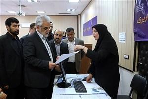 بازدید سرزده دکتر طهرانچی از روند ثبتنام دانشجویان جدیدالورود