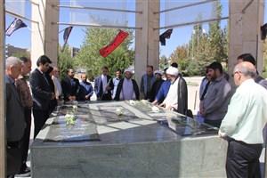 گلباران مزار شهدای گمنام دانشگاه آزاد اسلامی واحد کرج در هفته دفاع مقدس