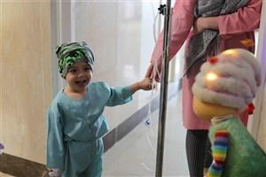 عروسک « تولد مبارک» کنار کودکان مبتلا به سرطان  محک+عکس