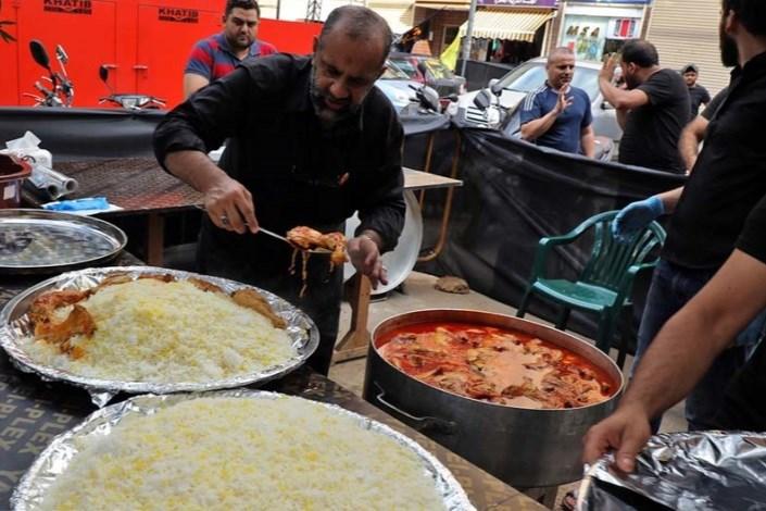 توزیع غذای گرم میان زائران