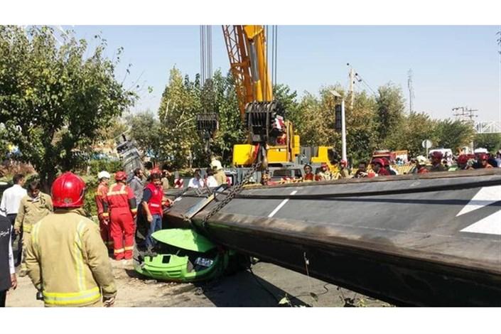 سقوط جرثقیل در شرق تهران