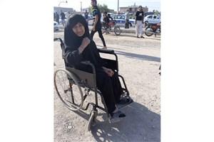 چرخهای ویلچری که به عشق حسین(ع) میچرخد/آرام گرفتن در کنار نام «امام حسین»