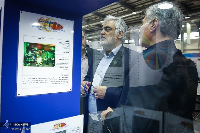 بازدید دکتر طهرانچی از دوازدهمین نمایشگاه فناوری نانو