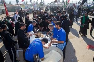 توزیع روزانه ۱۰۰هزار پرس غذا و۵۰۰هزار آب معدنی میان زائران اربعین