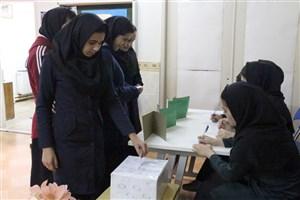 برگزاری انتخابات شورای دانش آموزی دبیرستان دخترانه سما دانشگاه آزاد اسلامی میانه
