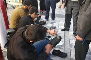 برپایی ایستگاه واکس صلواتی ویژه زائران حرم امام  رضا(ع)