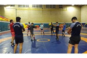 آخرین تمرین قبل از وزن کشی تیم کشتی آزاد در خرم آباد برگزار شد