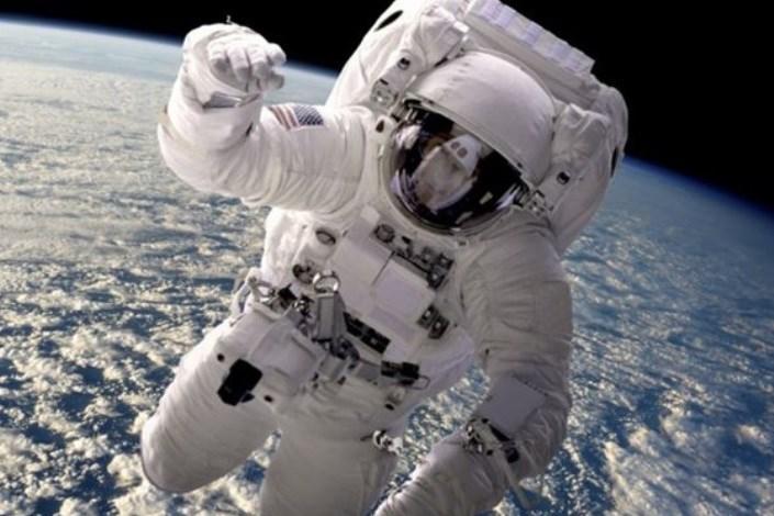 انسان به فضا