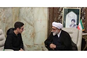 تجلیل تولیت آستان قدس رضوی از آرین غلامی شطرنجباز حامی ملت مظلوم فلسطین