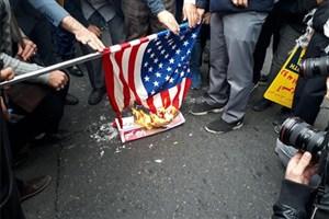 طرفداران مذاکره با آمریکا؛ اگر خائن نباشند، حتماً جاهل هستند/ 13 آبان اوج تدبیر عمارگونه دانشجویان