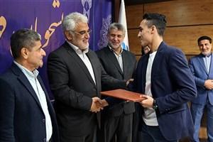 مراسم تجلیل از دانشجویان قهرمان دانشگاه آزاد اسلامی برگزار شد