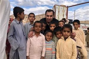 حضور خیران در مناطق محروم برای توزیع لوازم التحریر