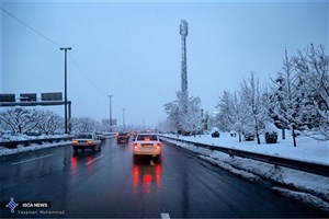 تداوم بارش برف و باران در راهها و انسداد 9 جاده/  بستن زنجیرچرخ الزامی است