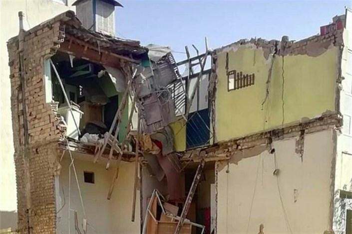 ساختمان دو طبقه فرو ریخت