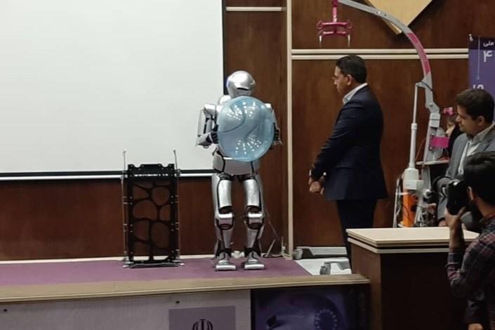 رونمایی ربات سورنا4