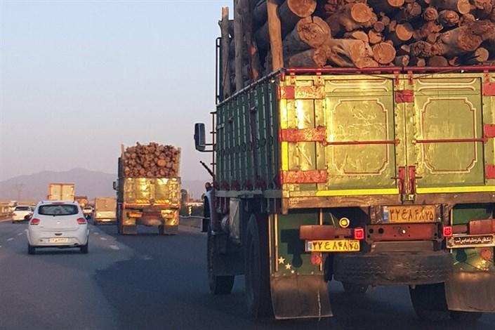 جولان کامیونها در روزهای آلوده
