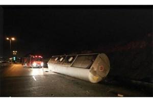 واژگونی تانکر حمل گازوئیل در جاده اراک/ راننده جان باخت