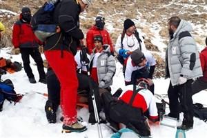 عملیات ۵ ساعته آتش نشانان در حادثه ریزش بهمن/مرد کوهنور جان باخت