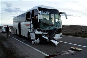 تصادف صبحگاهی اتوبوس با کامیون/ 19نفرمصدوم شدند