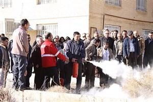 برگزاری کارگاه آموزشی مقدمات ایمنی و آتش نشانی در دانشگاه آزاد اسلامیاستهبان