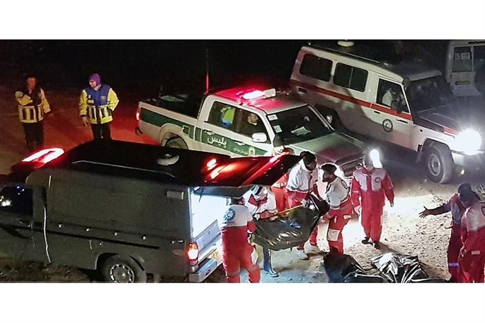 معاینه اجساد جانباختگان  سقوط اتوبوس به دره