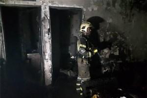 آتش سوزی منزل مسکونی در تهرانپارس/ یک آتشنشان مصدوم شد