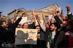 مقابله دانشجویان تبریزی با هنجارشکنی و آشوب+ عکس