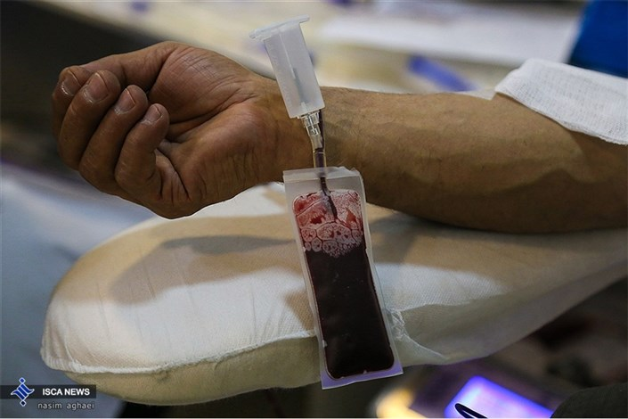 حضور مردم برای اهدای خون در شب قدر
