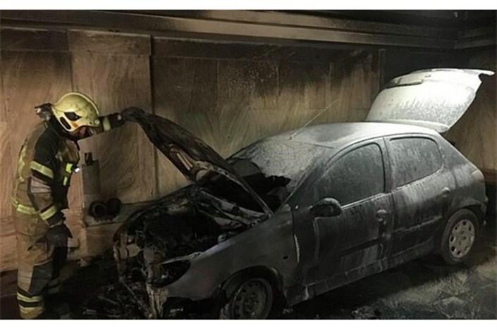 آتش گرفتن  پژو 206 در پارکینگ