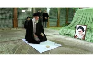 رهبر معظم انقلاب در مرقد امام خمینی (ره) و گلزار شهدا حضور یافتند